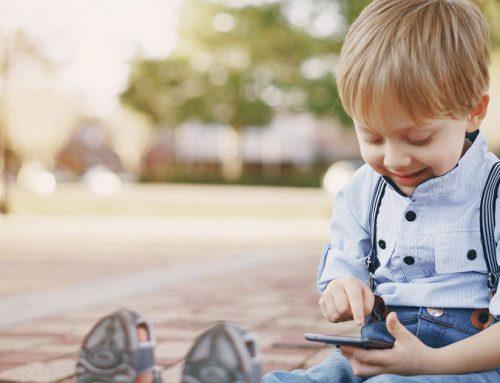 Figli e nipoti geni del digitale? Miti da sfatare su bambini e cellulare
